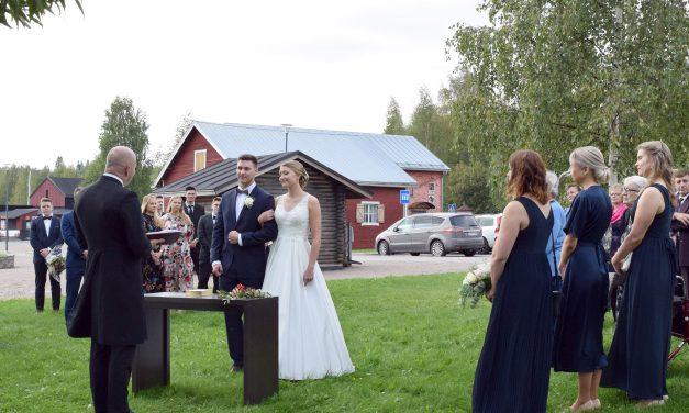 Avioliiton satamaan veden äärellä