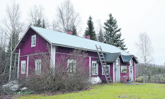 Rippikoulun pitoa ja osuuskassaa Leppäselän talossa